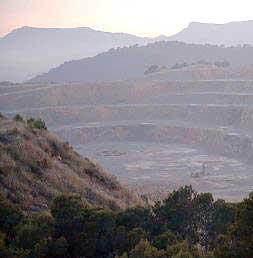 Imagen de la cantera instalada en la montaña Romeu, en el municipio de Sagunto.